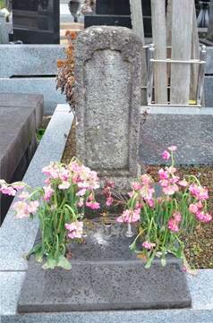 安藤的墓碑